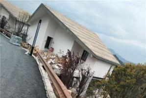 重庆景区镀锌管波形板仿木纹漆施工项目
