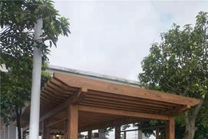 福建石狮室外钢构廊架仿木纹漆施工