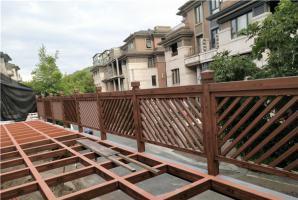 别墅钢构廊架护栏仿木纹效果