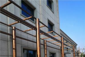 小区钢构廊架仿木纹漆施工效果