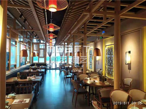 为什么室内设计商场和餐厅都喜欢用仿木...